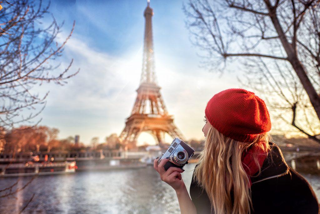 Tourist, der Paris genießt
